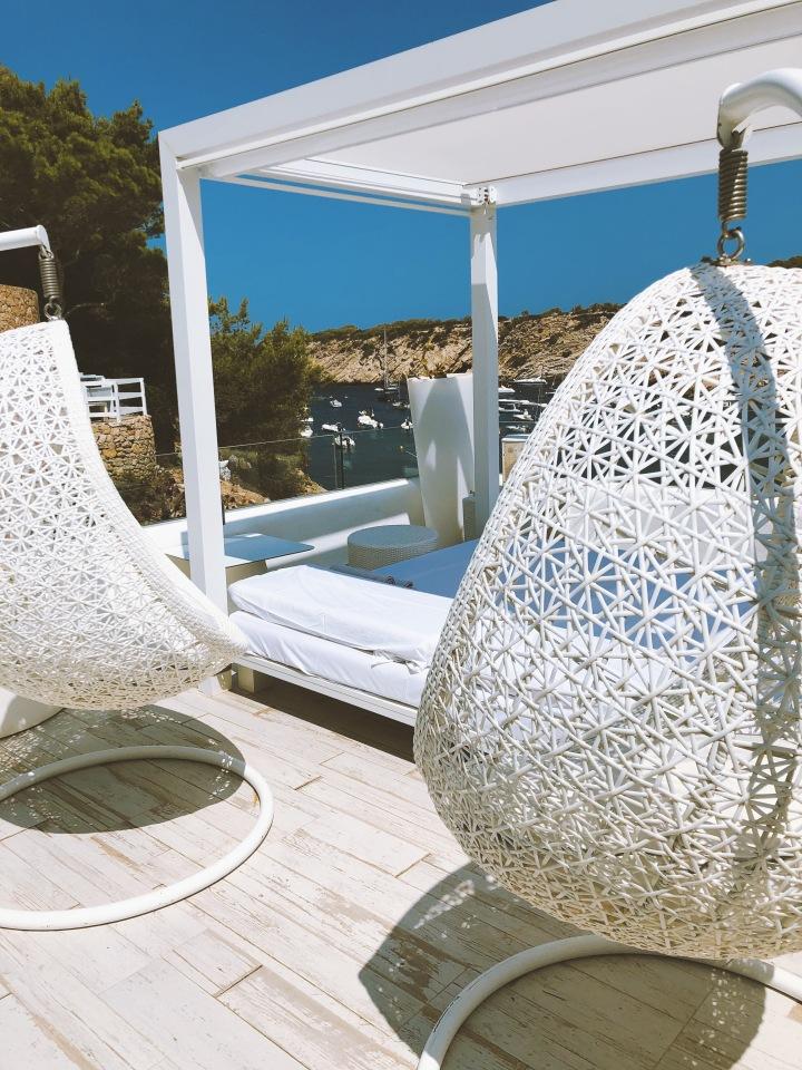 Maya Beach Club | Bed & Chairs